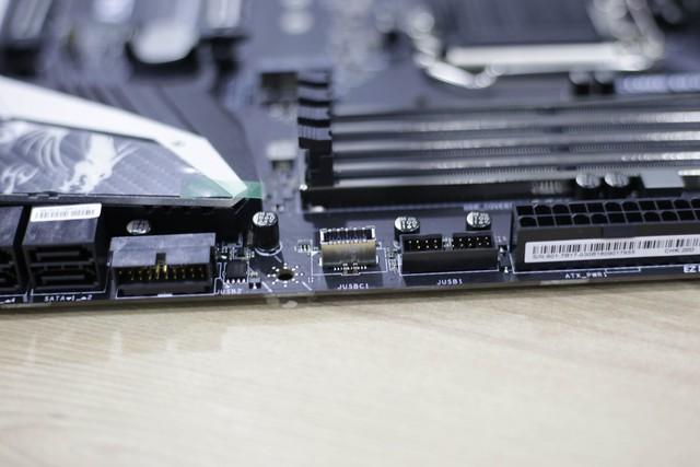Đập hộp bộ đôi Z390 Gaming Plus và Gaming Pro Carbon của MSI: Vẫn khủng nhưng giá cực mềm, rất đáng mua - Ảnh 23.