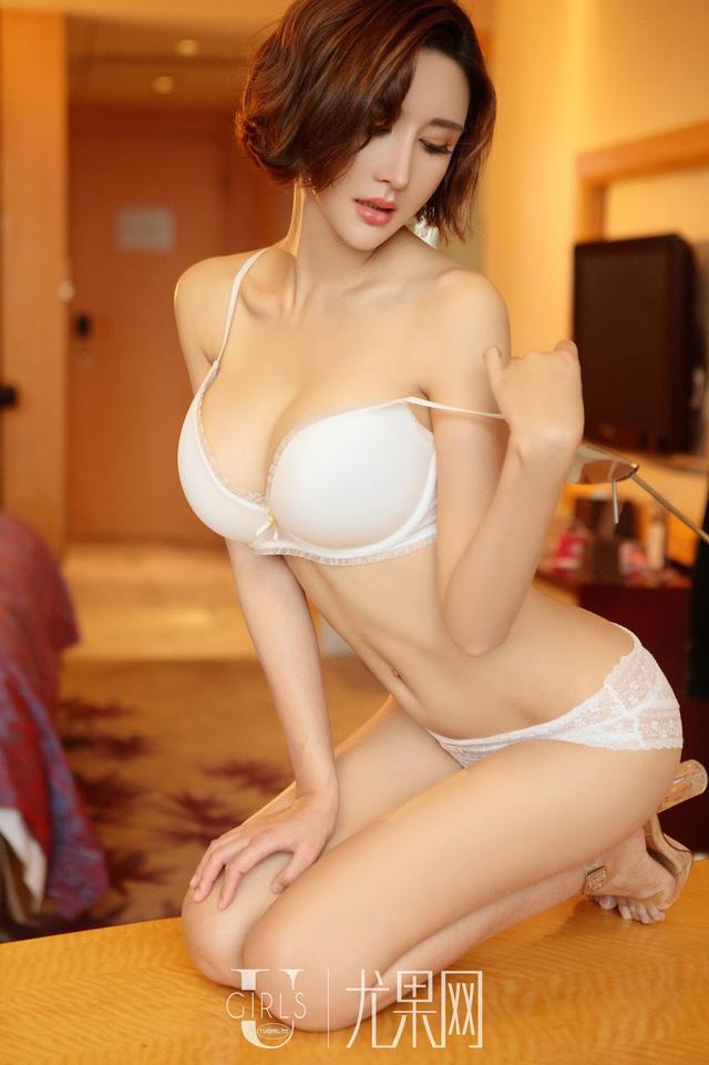 Lạnh lùng và gợi cảm theo phong cách rất riêng của người mẫu Yi Li Na - Ảnh 9.