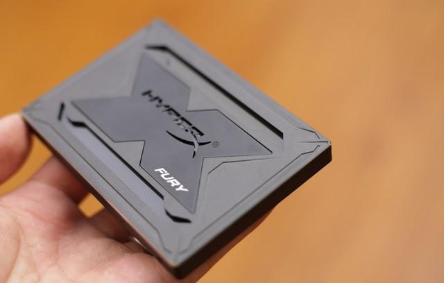 Kingston HyperX Fury RGB - Chỉ là SSD tốc độ cao thôi mà, có cần phải đẹp đến thế này không? - Ảnh 4.