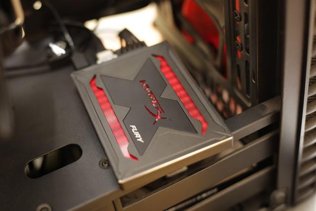 Kingston HyperX Fury RGB - Chỉ là SSD tốc độ cao thôi mà, có cần phải đẹp đến thế này không? - Ảnh 9.