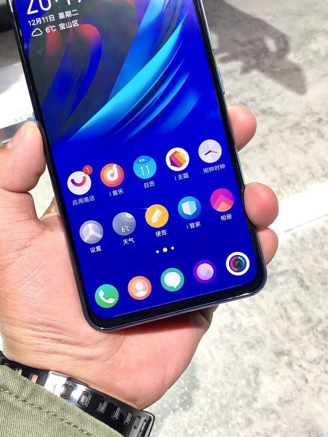 Cận cảnh Vivo NEX Dual Display Edition: Smartphone 2 màn hình RAM 10GB đang gây sốt - Ảnh 2.