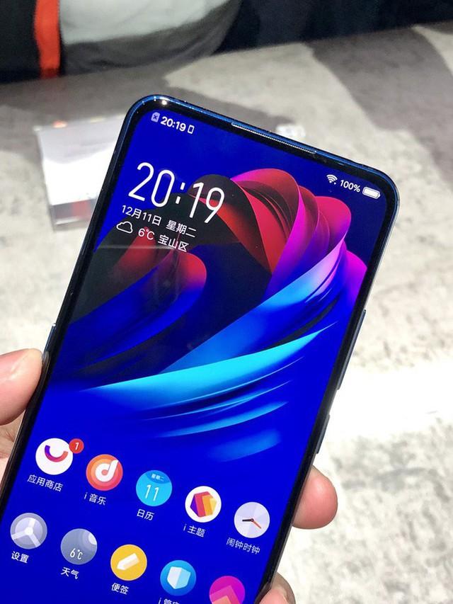 Cận cảnh Vivo NEX Dual Display Edition: Smartphone 2 màn hình RAM 10GB đang gây sốt - Ảnh 3.