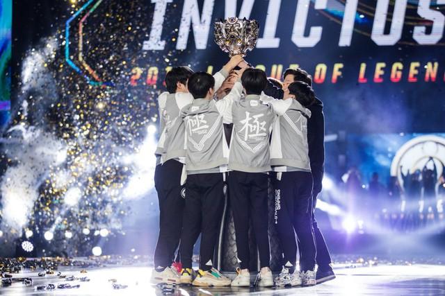Không thể chờ đợi lâu hơn được nữa, fan hâm mộ IG tự tay thiết kế bộ trang phục Vô địch thế giới đẹp cực phẩm để vinh danh đội tuyển - Ảnh 1.