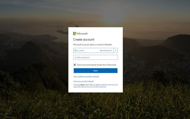 Đầu tiên, các bạn phải đăng ký một tài khoản của Microsoft tại đây. Nếu đã có tài khoản cũ thì có thể bỏ qua bước này.