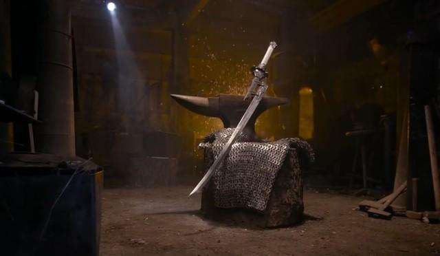 Thanh kiếm được bày một mình.