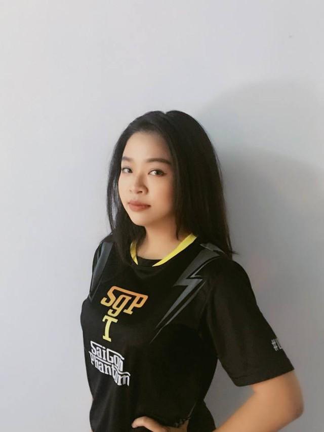 Nguyễn Meow Hà Anh là nữ tuyển thủ được HLV Saigon Phantom lựa chọn đi cùng đội tới Mỹ.