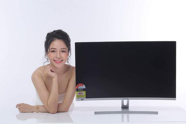 Chưa kịp hết hot sau vụ hẹn hò với PewPew, hot girl Trâm Anh đã chạy sô quảng cáo - Ảnh 7.