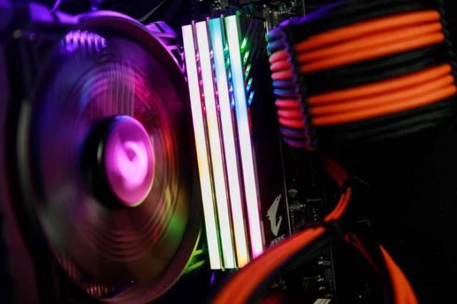 Gigabyte chính thức giới thiệu bộ RAM Aorus RGB đẹp ngất ngây cho game thủ - Ảnh 2.