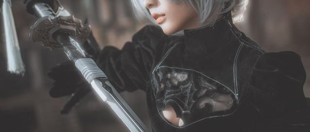Bỏng mắt với cosplay về cô nàng 2B trong Nier: Automata - Ảnh 2.