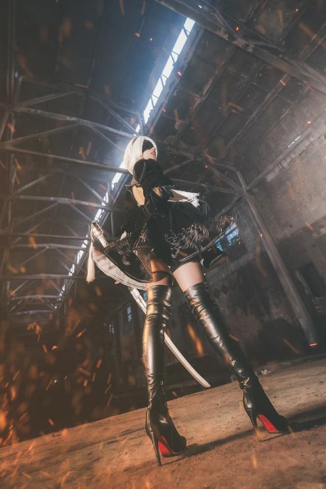 Bỏng mắt với cosplay về cô nàng 2B trong Nier: Automata - Ảnh 6.