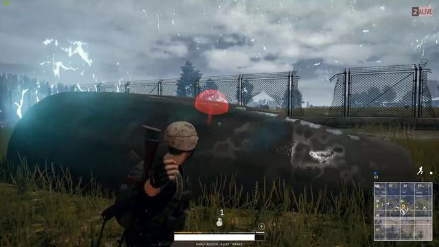 PUBG: Thủ thuật đứng cạnh lựu đạn nổ vẫn sống sót - Ảnh 1.