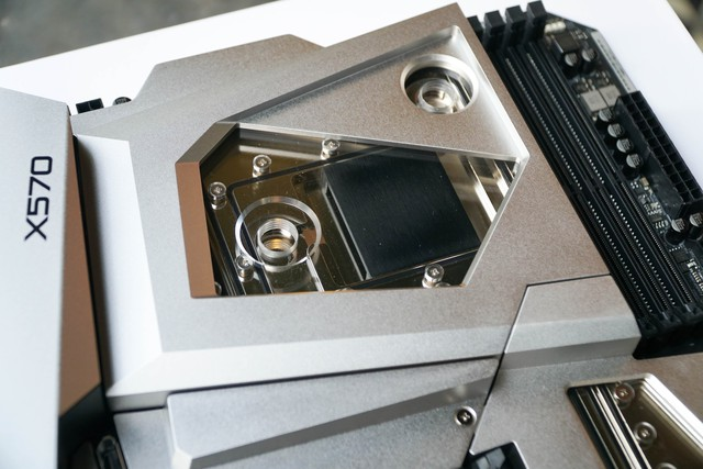 Cận cảnh Asrock X570 Aqua: Mainboard siêu cấp giá 24 triệu đồng ngang một chiếc xe máy có gì hot? - Ảnh 16.