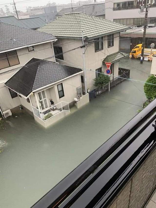 Cộng đồng mạng sửng sốt vì hình ảnh Nhật Bản ngập trong nước lũ vẫn sạch bong, không một cọng rác - Ảnh 3.