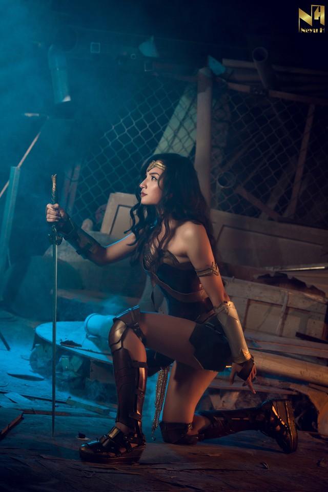 Xem loạt ảnh cosplay Wonder Woman đầy khí chất Chị Đại của coser người Việt Neyu H - Ảnh 8.