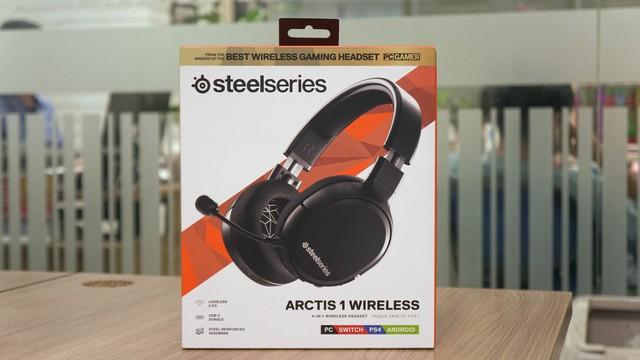 Dùng thử SteelSeries Arctis 1 Wireless: Đang chơi game muốn đi WC cũng không cần tháo tai nghe - Ảnh 1.