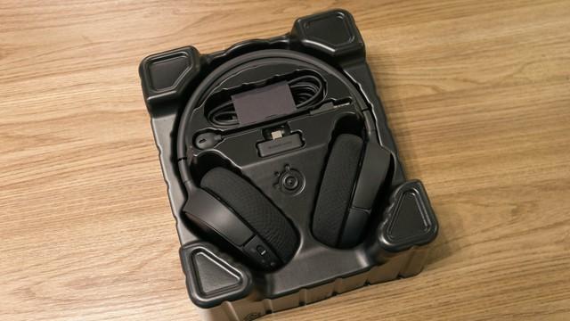 Dùng thử SteelSeries Arctis 1 Wireless: Đang chơi game muốn đi WC cũng không cần tháo tai nghe - Ảnh 3.