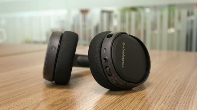 Dùng thử SteelSeries Arctis 1 Wireless: Đang chơi game muốn đi WC cũng không cần tháo tai nghe - Ảnh 11.