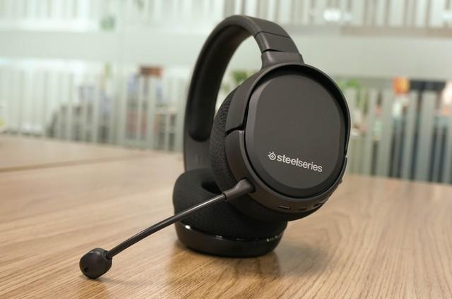 Dùng thử SteelSeries Arctis 1 Wireless: Đang chơi game muốn đi WC cũng không cần tháo tai nghe - Ảnh 6.