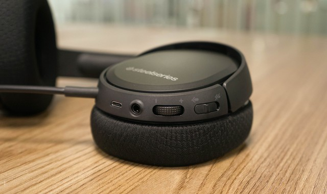 Dùng thử SteelSeries Arctis 1 Wireless: Đang chơi game muốn đi WC cũng không cần tháo tai nghe - Ảnh 12.
