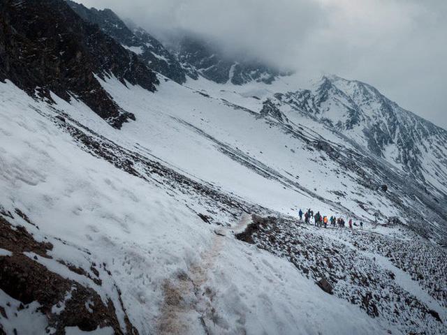 Bí ẩn chưa có lời giải về hồ nước chứa đầy xương người trên dãy Himalayas - Ảnh 16.