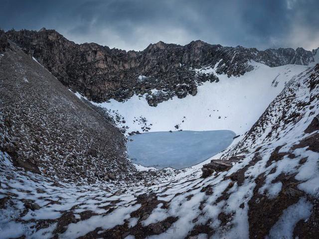 Bí ẩn chưa có lời giải về hồ nước chứa đầy xương người trên dãy Himalayas - Ảnh 19.