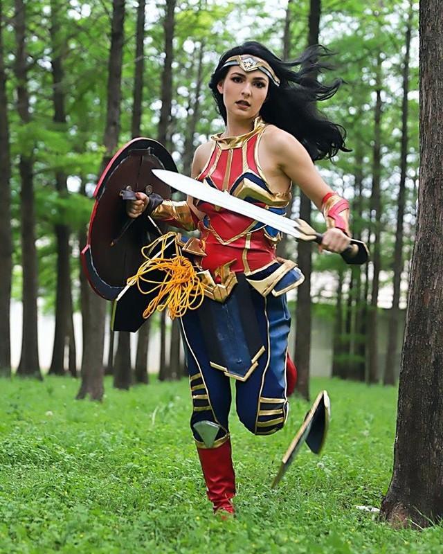 Nữ cường nhân trong thế giới siêu anh hùng của Marvel và DC đẹp rụng tim qua loạt ảnh cosplay - Ảnh 13.