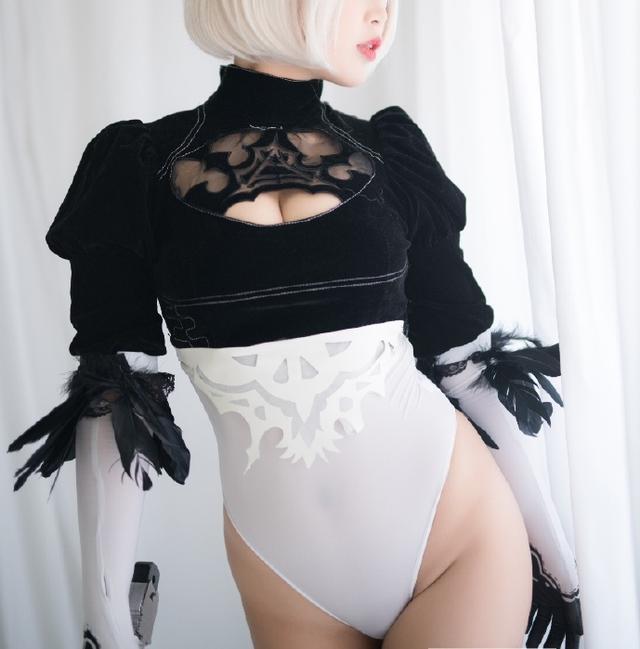 Cô nàng nóng bỏng 2B trong Nier: Automata lại thiêu đốt người hâm mộ qua loạt ảnh cosplay đẹp lung linh - Ảnh 12.