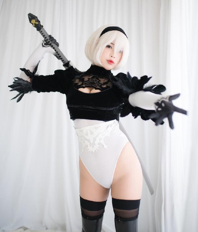 Cô nàng nóng bỏng 2B trong Nier: Automata lại thiêu đốt người hâm mộ qua loạt ảnh cosplay đẹp lung linh - Ảnh 5.