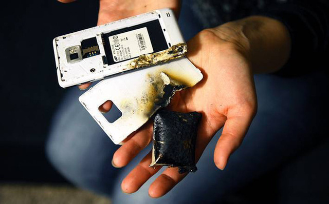 Vì sao điện thoại nổ khi đang sạc pin? - Ảnh 1.