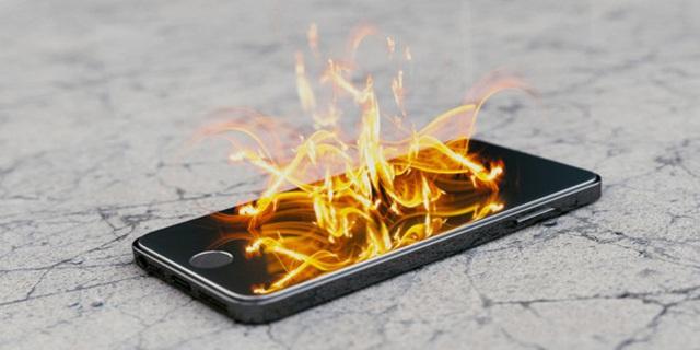 Vì sao điện thoại nổ khi đang sạc pin? - Ảnh 2.