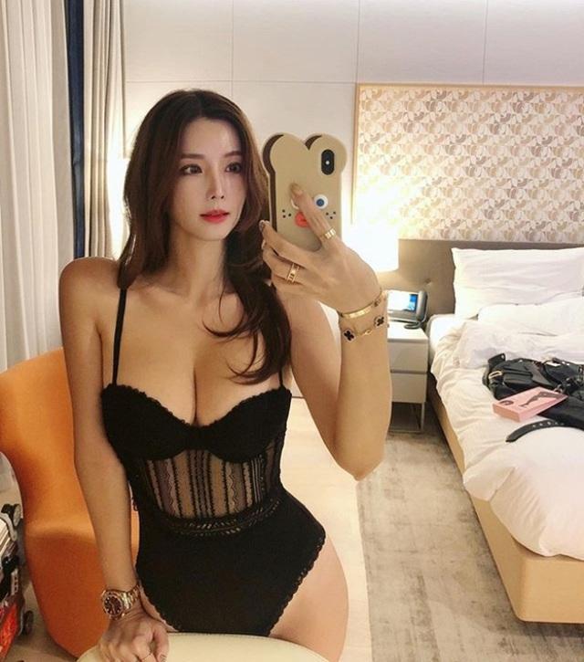 Mặt xinh, vòng một đẹp, nhà giàu, cô nàng blogger này đích thị là cực phẩm crush của giới game thủ - Ảnh 4.