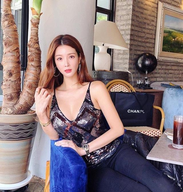Mặt xinh, vòng một đẹp, nhà giàu, cô nàng blogger này đích thị là cực phẩm crush của giới game thủ - Ảnh 14.