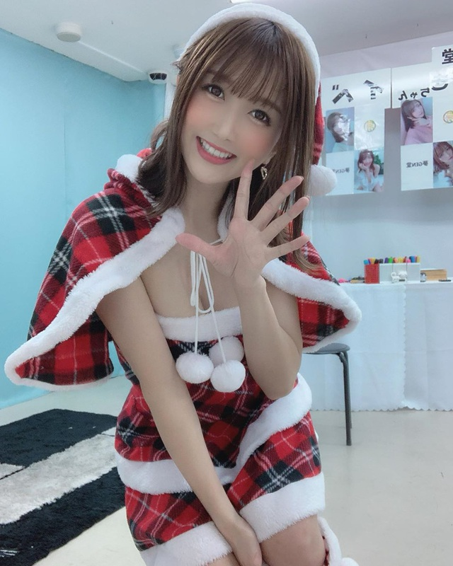 Ngắm loạt mỹ nhân phim Nhật Bản xinh đẹp rạng ngời trong ngày lễ Giáng Sinh - Ảnh 2.