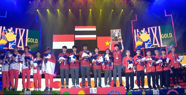 Liên Quân Mobile: Mới 16 tuổi đã vô địch SEA Games, BlueNP quá xứng danh Thần đồng - Ảnh 6.