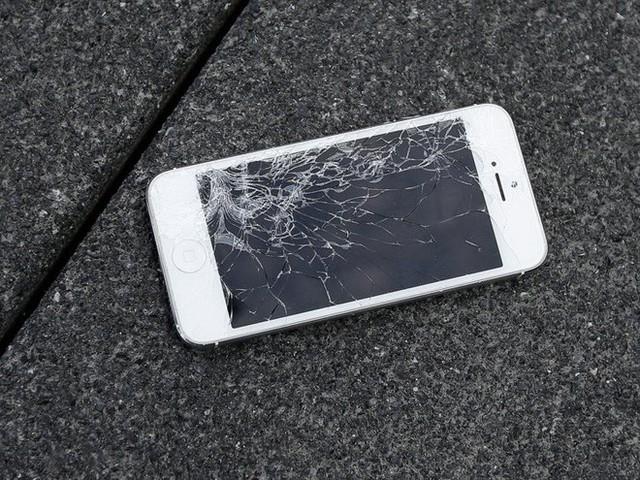 5 nỗi khổ khó nói của hội thích dùng iPhone, lỡ rút ví rồi nên đành cắn răng chấp nhận - Ảnh 1.