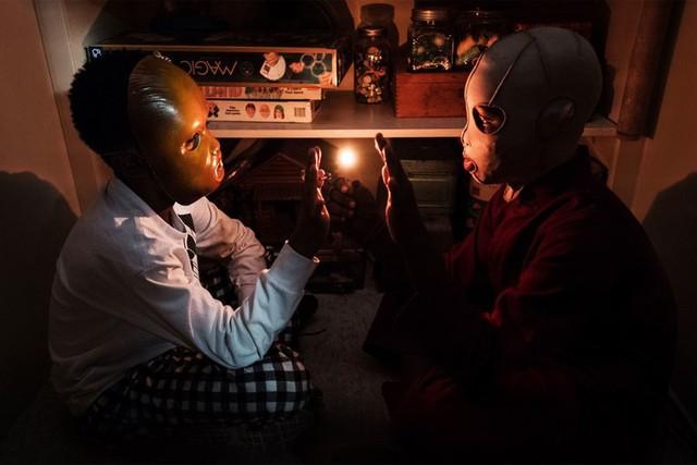 Giả thuyết gây sốc của Us: Cậu út Jason đã bị hoán đổi với bản sao! - Ảnh 4.