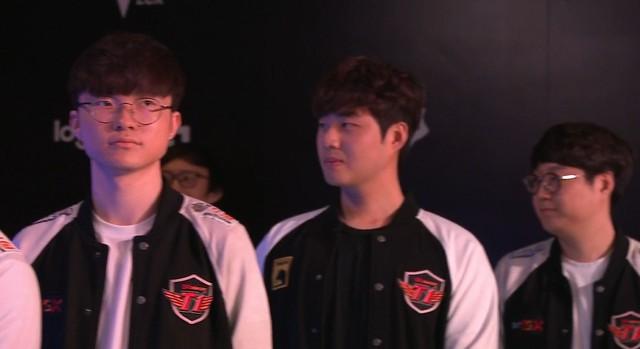 LMHT: Fan hâm mộ bồi hồi xúc động khi chứng kiến Bang một lần nữa khoác lên mình màu áo SKT T1 - Ảnh 3.