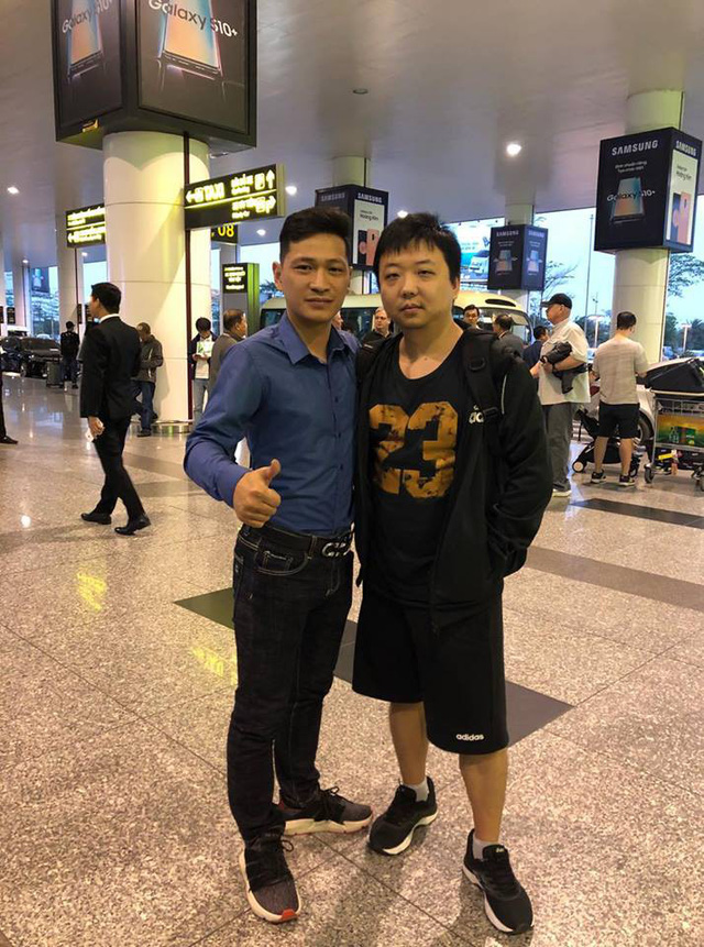 Huyền thoại AoE Trung Quốc Shenlong tranh thủ tự sướng với Hotgirl Việt ngay khi vừa đặt chân tới Nội Bài - Ảnh 5.
