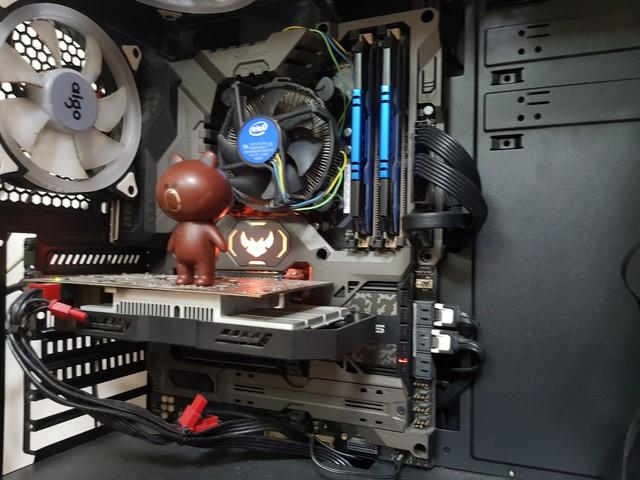 Bộ phụ kiện này có khả năng biến mọi loại RAM xấu xí trở thành đẹp lộng lẫy - Ảnh 1.
