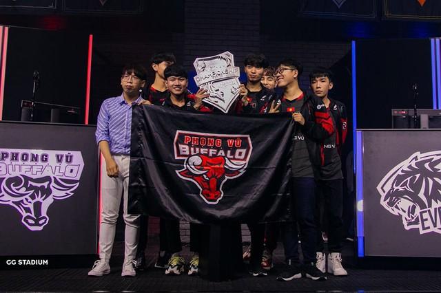 LMHT: Ngược dòng ngoạn mục trước EVOS Esports, Phong Vũ Buffalo lên ngôi vô địch VCS lần thứ 2 liên tiếp - Ảnh 5.