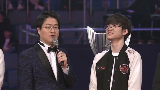 LMHT: Faker gần như òa khóc sau chiến thắng: Em nhớ đồng đội cũ, em thấy có lỗi vì không thể cùng các cậu ấy vô địch - Ảnh 2.