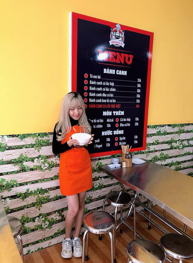 Tiếp bước đàn anh, quán ăn Bánh Canh của nữ streamer xinh đẹp Uyên Pu đã chính thức mở cửa - Ảnh 4.