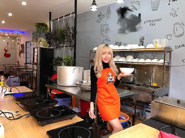 Tiếp bước đàn anh, quán ăn Bánh Canh của nữ streamer xinh đẹp Uyên Pu đã chính thức mở cửa - Ảnh 3.