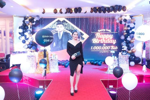 Quang Cuốn đón sinh nhật hoành tráng mừng 1 triệu Sub Youtube bên gia đình và dàn khách mời siêu khủng - Ảnh 10.