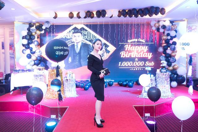 Quang Cuốn đón sinh nhật hoành tráng mừng 1 triệu Sub Youtube bên gia đình và dàn khách mời siêu khủng - Ảnh 9.