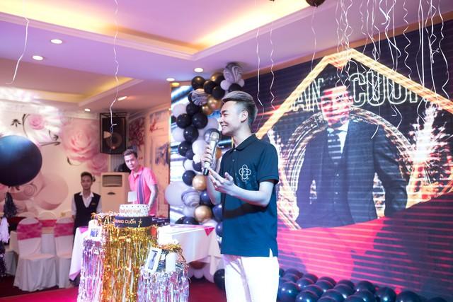 Quang Cuốn đón sinh nhật hoành tráng mừng 1 triệu Sub Youtube bên gia đình và dàn khách mời siêu khủng - Ảnh 4.
