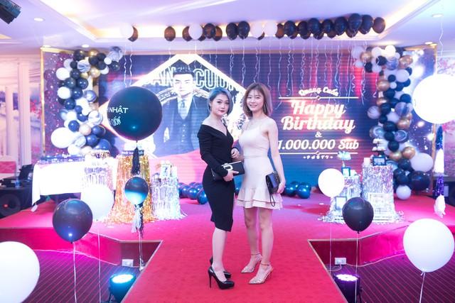 Quang Cuốn đón sinh nhật hoành tráng mừng 1 triệu Sub Youtube bên gia đình và dàn khách mời siêu khủng - Ảnh 13.