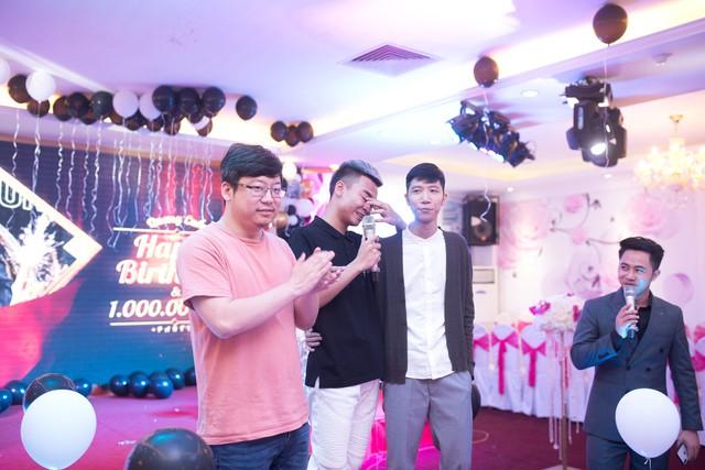 Quang Cuốn đón sinh nhật hoành tráng mừng 1 triệu Sub Youtube bên gia đình và dàn khách mời siêu khủng - Ảnh 6.