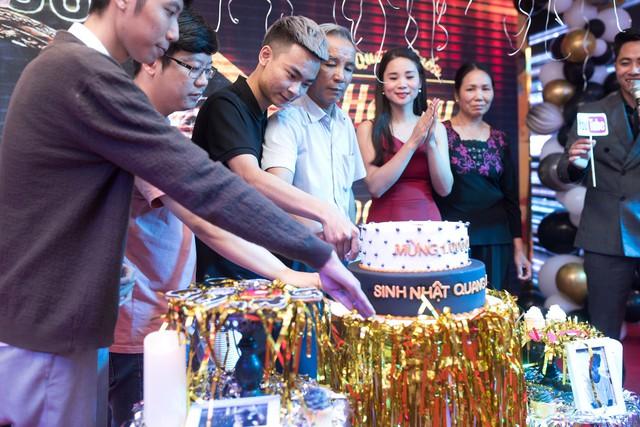 Quang Cuốn đón sinh nhật hoành tráng mừng 1 triệu Sub Youtube bên gia đình và dàn khách mời siêu khủng - Ảnh 7.