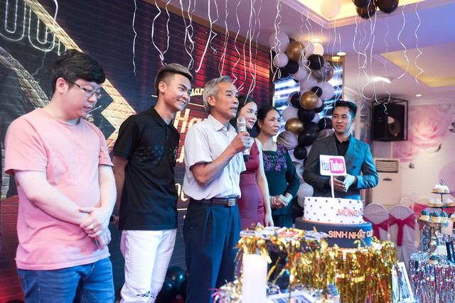 Quang Cuốn đón sinh nhật hoành tráng mừng 1 triệu Sub Youtube bên gia đình và dàn khách mời siêu khủng - Ảnh 8.